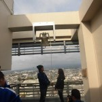 市役所屋上で、「希望の鐘」を鳴らして愛を誓う!