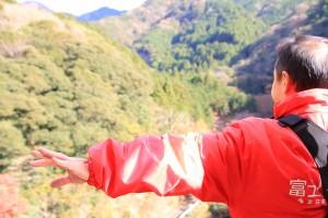 富士を背負ってポーズ
