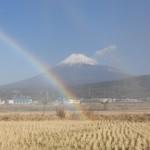 富士山に虹が架かる風景は縁起が良い!