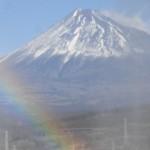 富士山に虹の架け橋は素敵な風景!